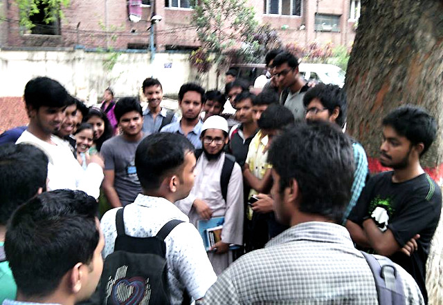 Hossain Al Ikram evangelizing the Firefox Student Ambassador program on the campus of Stamford University, Bangladesh.